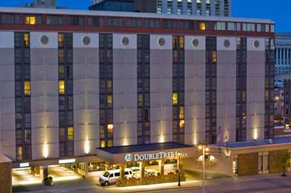 The Doubletree Offers A Prime Central Location For Hotels In Milwaukee With Proximity To S Restaurants And Attractions Delta Center Is Adjacent